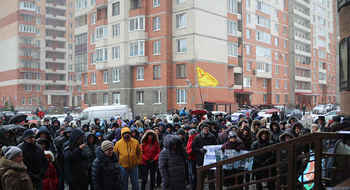Three hundred people staged protest against densification in a Saint Petersburg street
